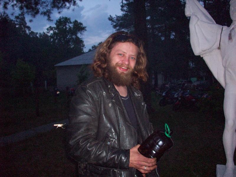 А вот этого человека зовут Миша. Приехал на скутере из Сочи