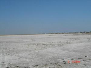 Высохший залив и разросшийся лагерь